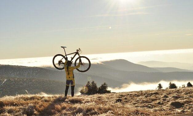 Knihy pro cyklisty – 6 tipů, co nesmí chybět v knihovně